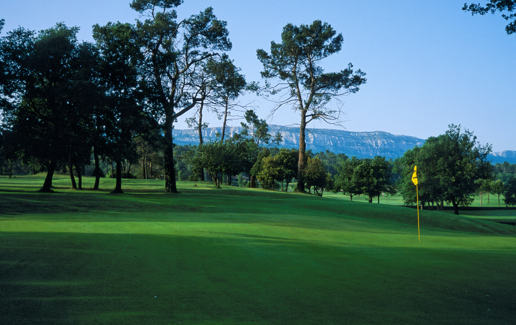 Golf de La Sainte Baume green mountain