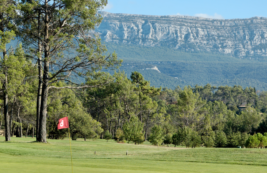 Golf de La Sainte Baume mountains