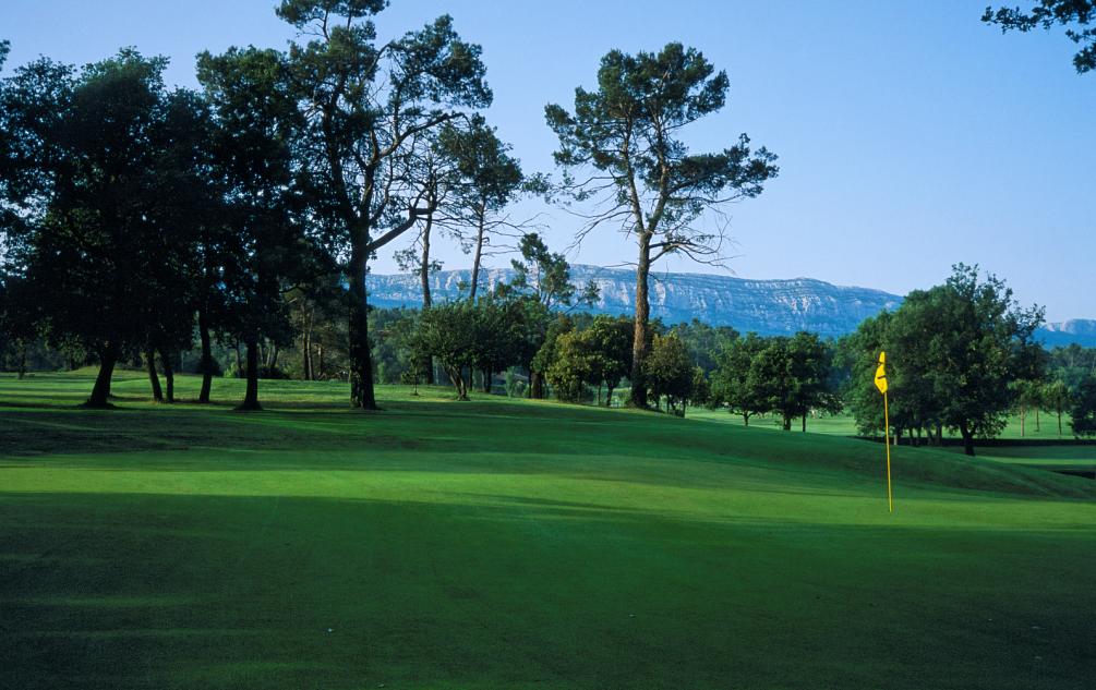 Golf de La Sainte Baume green mountain